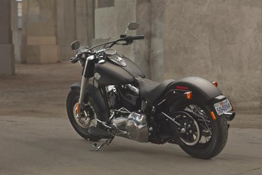Harley,Davidson Softail Slim  un style rétro et épuré