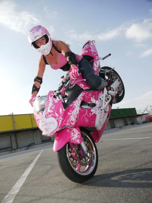 Stunt 224 Moto Pas Que Les Mecs Objectif Moto