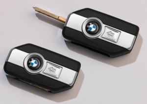 """La clé """"Keyless Ride"""" comporte les commandes du verrouillage central des coffres et de l'alarme"""