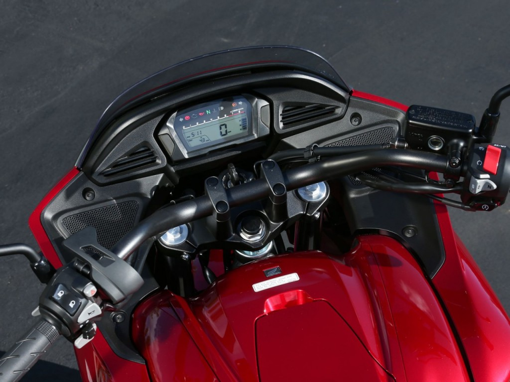 122-1309-04-o+2014-honda-ctx+red-cockpit