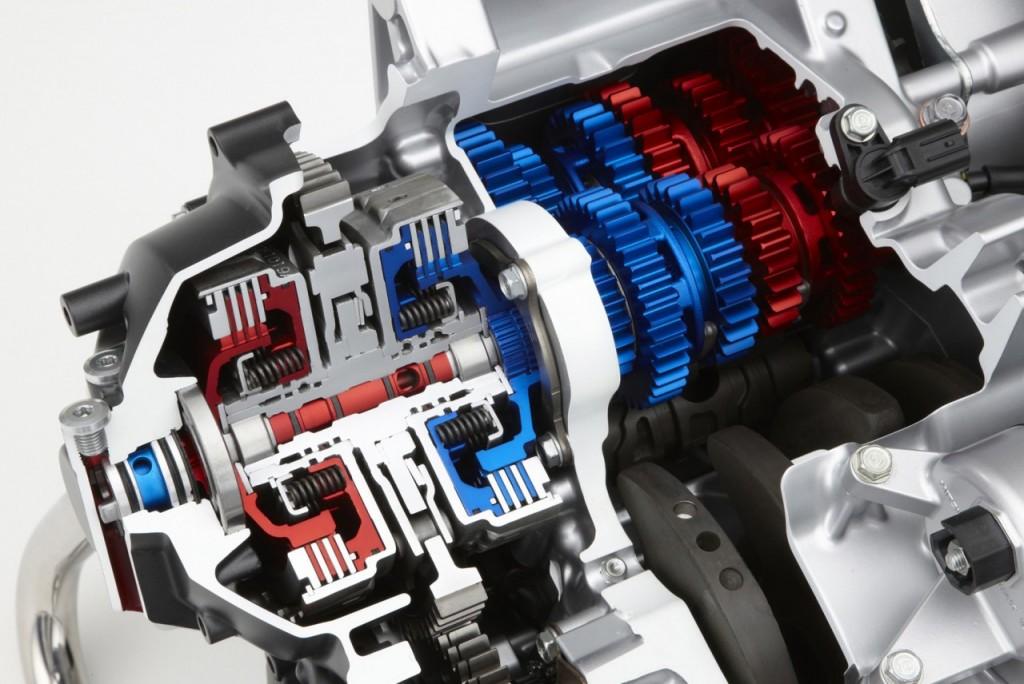 2013_Honda_VFR1200_DCT_r6