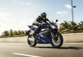 2014-Yamaha-YZF-R125-EU-Race-Blu-Action-004