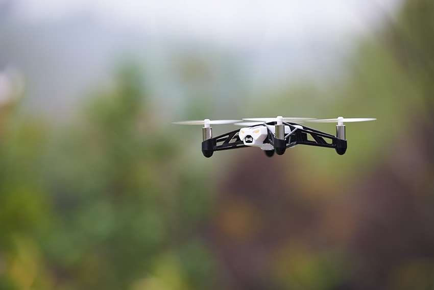 Et si on filmait nos sorties autrement avec un mini drone Parrot ?