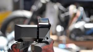 Système de vision tête haut adaptable pour tous les casques