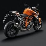 80634_1290_R_Superduke_orange_re_hinten.tif_1024