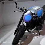 et des motos modifiées