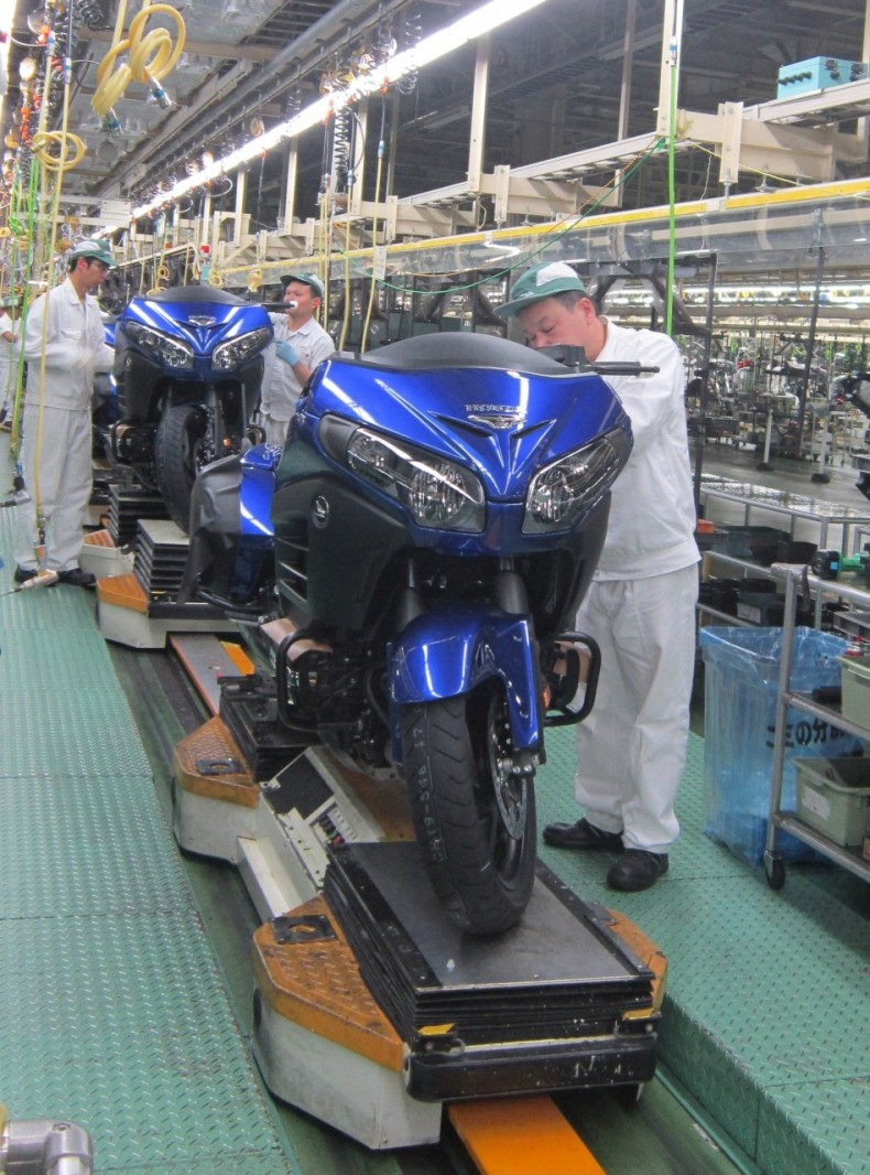 Assembling 2015 Model Goldwing at Kumamoto Factory