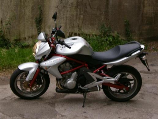 Kawasaki ER-6 N 2006 – Une nouveauté venue d'un autre monde!