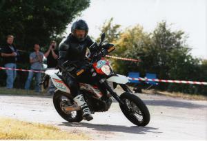 KTM 690 SMC dans la course