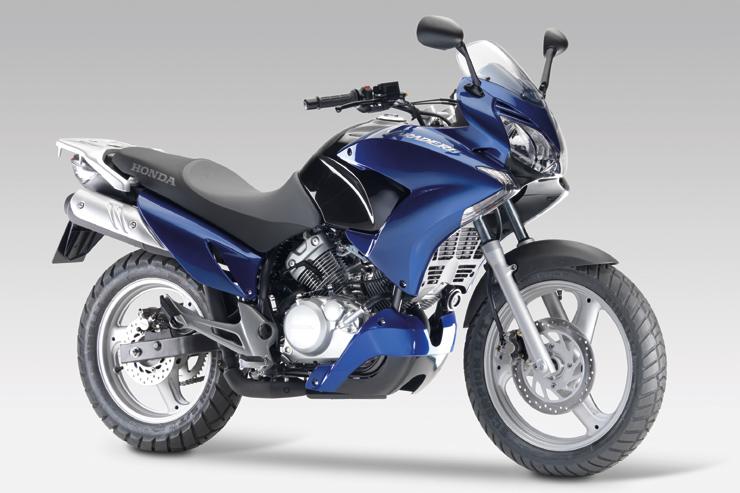 dans la cat gorie des 125 cc trois motos d couvrir chez honda objectif moto. Black Bedroom Furniture Sets. Home Design Ideas
