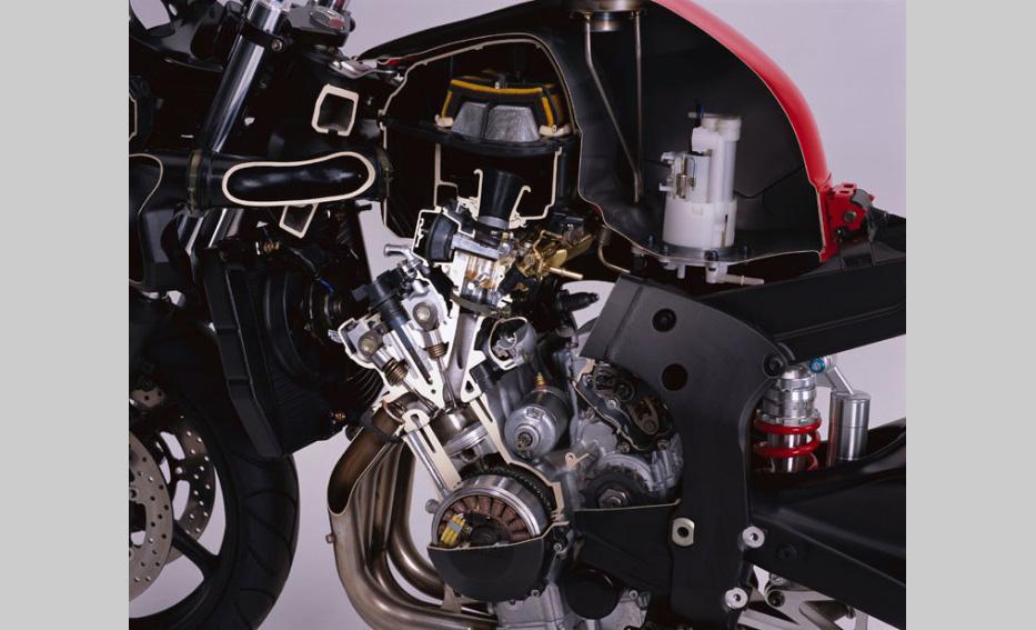 Yamaha R6: la 2011 face à la première génération |