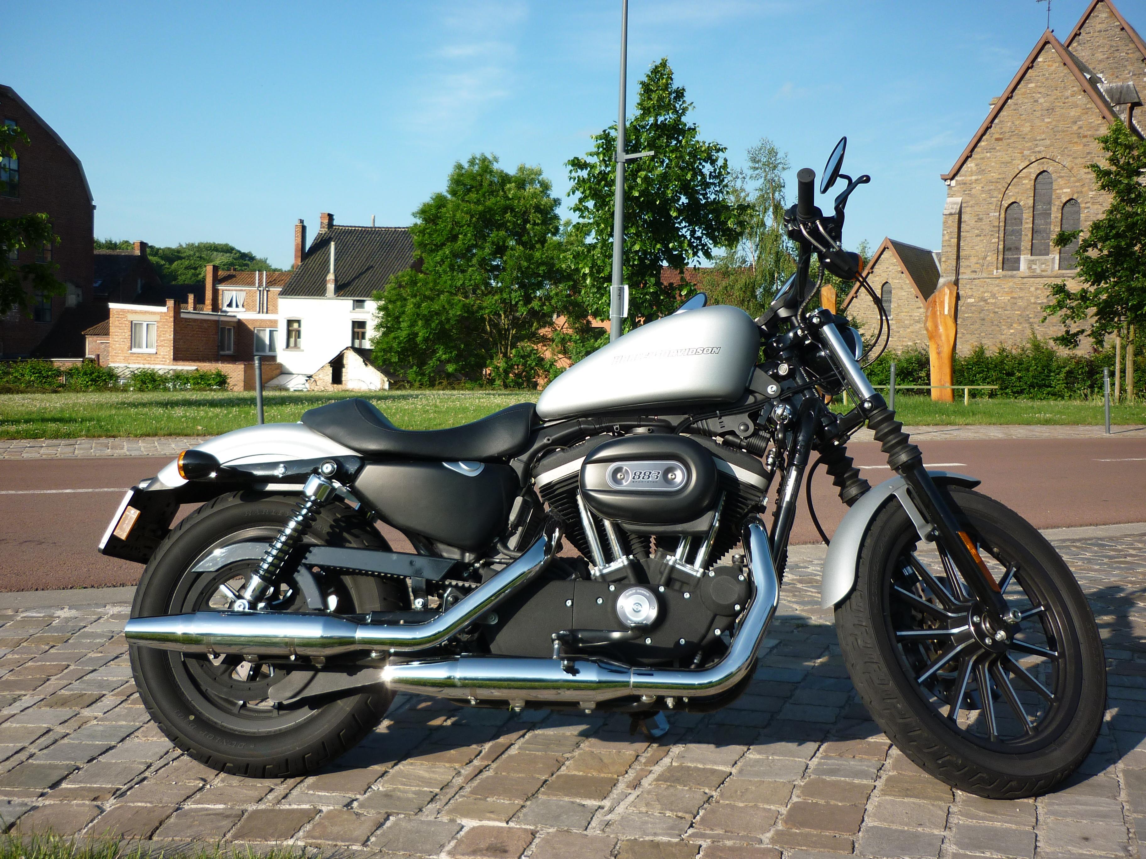 harley davidson 883 iron le roadster selon harley objectif moto. Black Bedroom Furniture Sets. Home Design Ideas