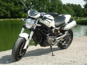 le-moteur-de-la-ducati-monster-696-revisit--