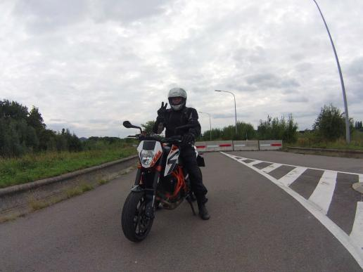 ktm-duke-690-r