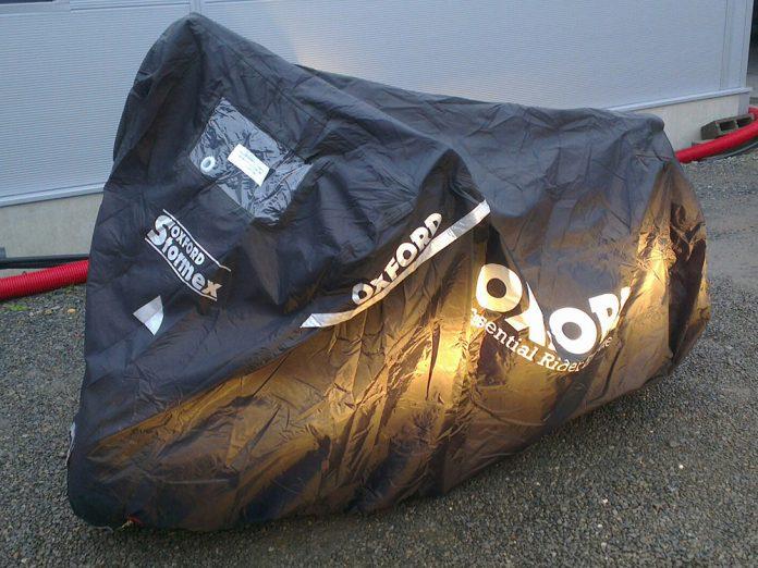 Housse pour moto: Oxford MAD Stormex (vidéo)
