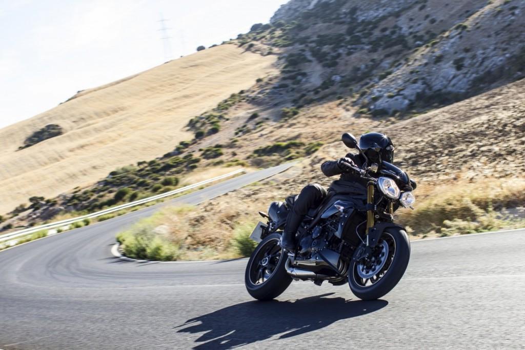 Speed Triple 94 - Jet Black - Riding 2