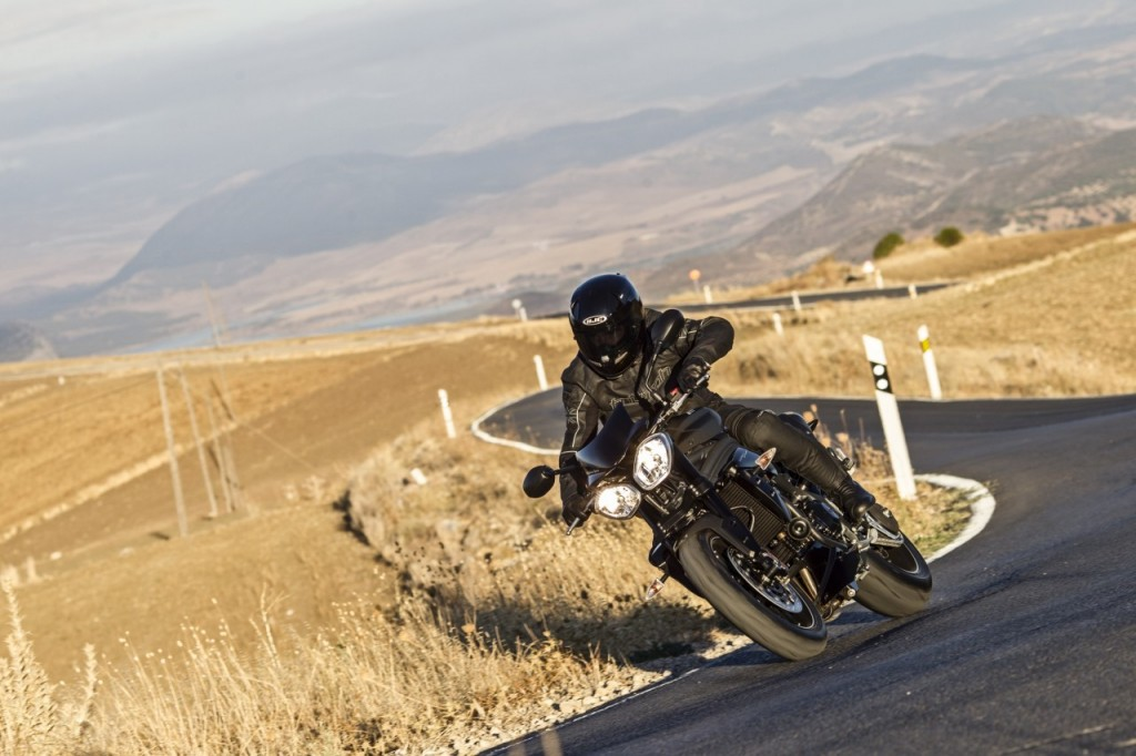 Speed Triple 94 - Jet Black - Riding 3