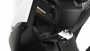 2015-Yamaha-X-MAX-400-EU-Absolute-White-Detail-011