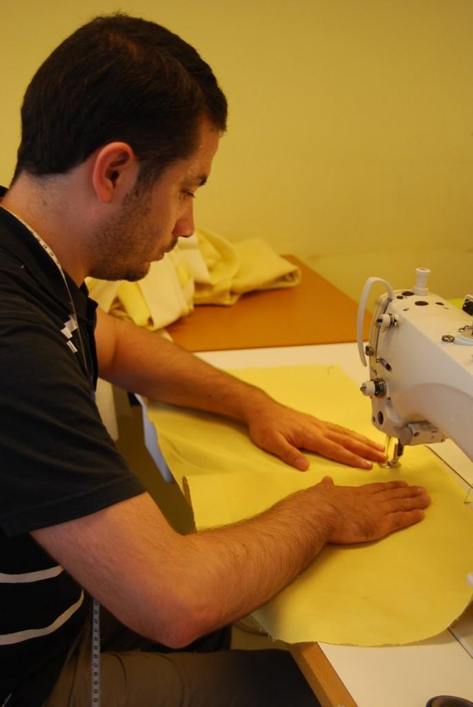 le plus grand soin est apporté lors de l'assemblage des panneaux de tissu