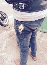 résultat d'une chute sur l'asphalte à 60 km/h,jeans KO, collant OK