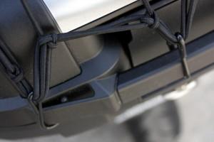 A l'avant et à l'arrière, le KGR52 offre les points d'arrimage nécessaires au filet élastique.