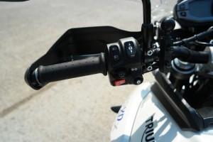 Triumph Tiger 800 Xrx tigresse aux pattes de velours (video)