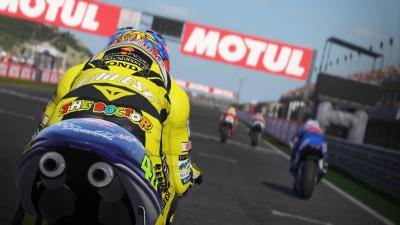 La possibilité de piloter les 500cc 2-temps et d'y retrouver des pilotes de légende est un gros plus.