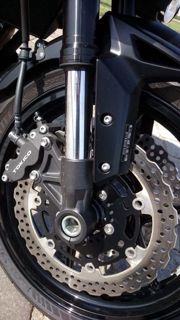 Le freinage est une qualité de la Versys 1000, et son ABS nous a ravis.