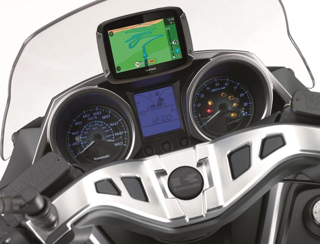 Kawasaki offre un Tomtom Rider 400 avec le J300