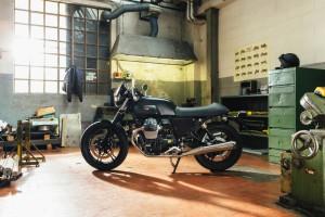 Moto guzzi v7 darker