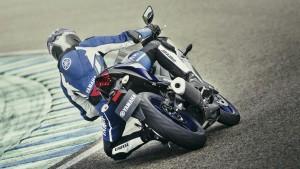 2015-Yamaha-YZF-R320-EU-Race-Blu-Action-004