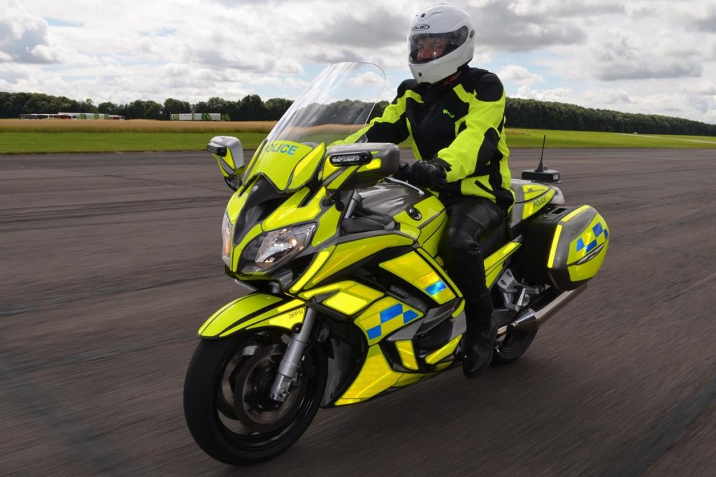 YAM_FJR1300APRO_UK_POLICE_ACT_001_03