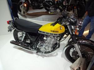 la SR400 en même colori