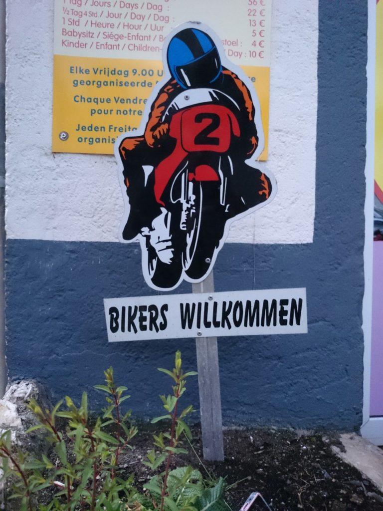 Partout, le motard est bienvenu.