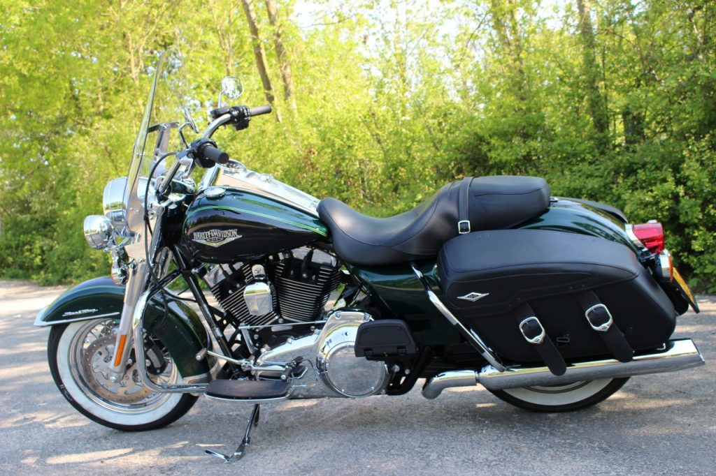 Harley Davidson Road King Classic, Timeless Beauty.