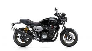 2016-Yamaha-XJR1300-EU-Midnight-Black-Studio-002