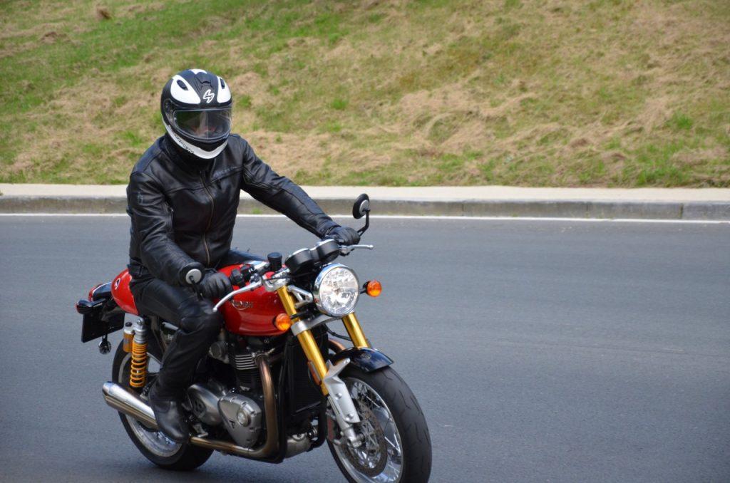 Triumph Bonneville Thruxton R : le sport en smoking.