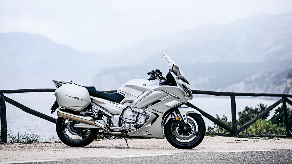 2016-yamaha-fjr1300as-eu-matt-silver-static-002
