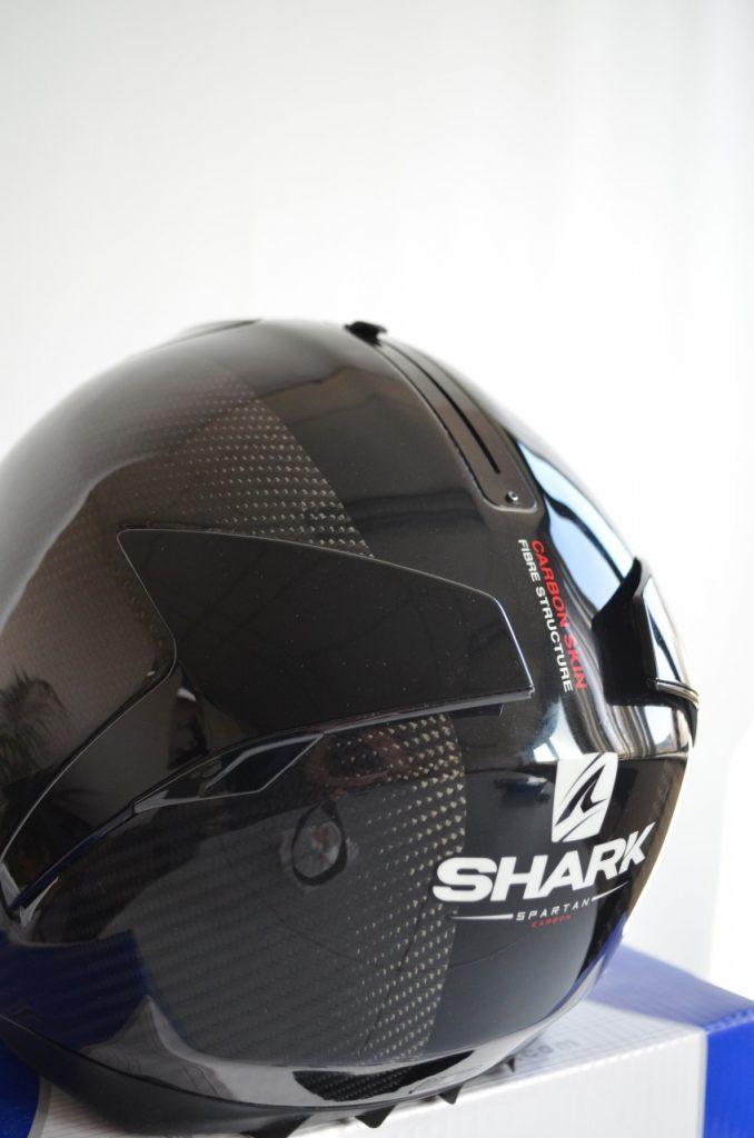 Shark Spartan, la magie du carbone.