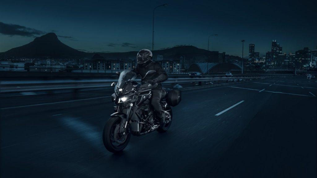 Yamaha MT-10 Tourer: aux limites du Dark Side