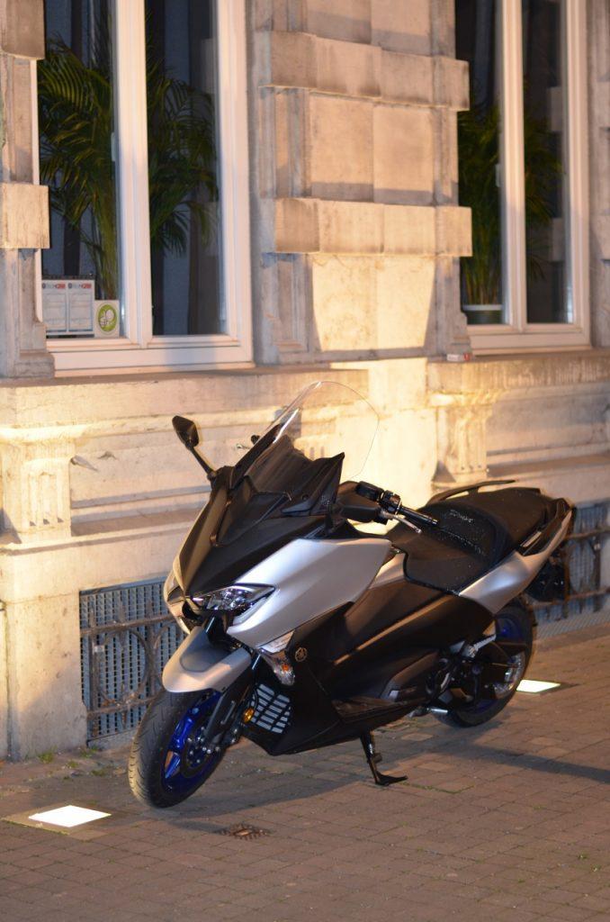 Yamaha T-Max 2017 du sport au luxe