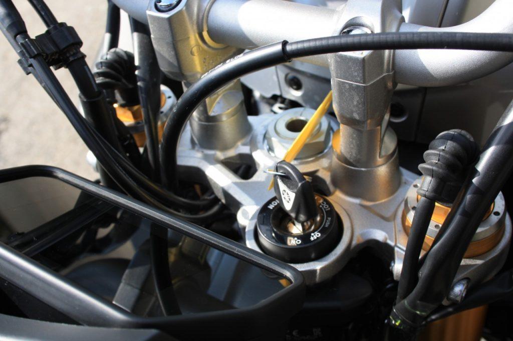 Yamaha MT-10 SP, teigne sous contrôle.