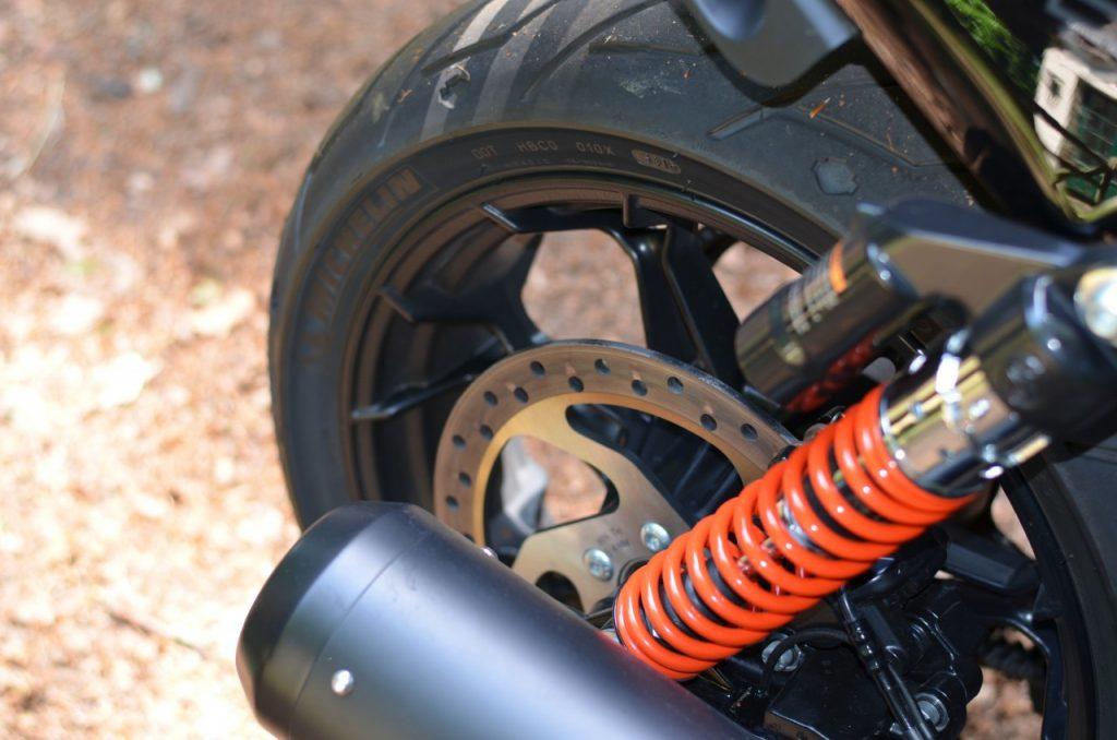 Harley-Davidson Street Rod mieux, beaucoup mieux