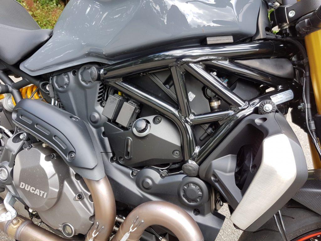 Ducati Monster 1200S, Roadster de feu.
