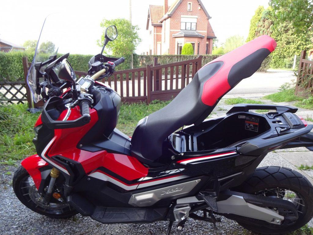 Honda X-ADV rencontre d'un autre type