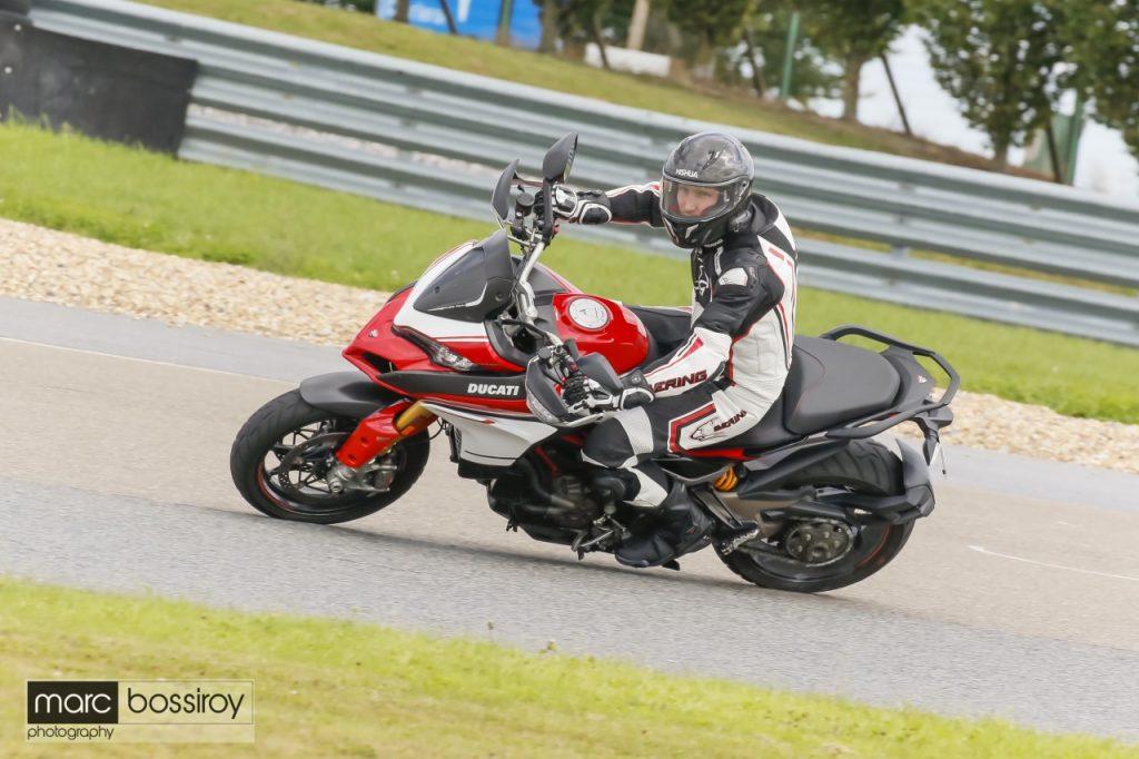 Découverte des stages de pilotage à la Mertens Riding School