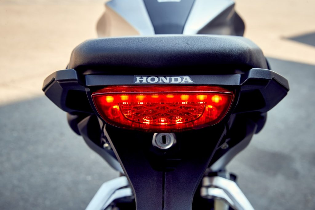 Honda CB300R: la menace fantôme