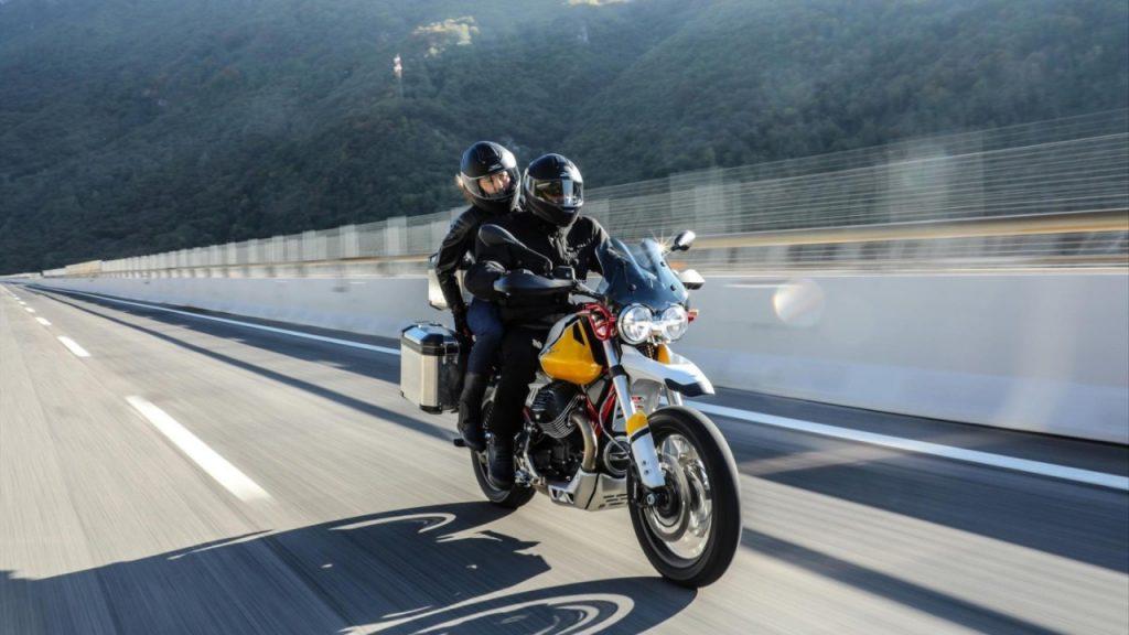 Succès pour la nouvelle Moto Guzzi V85 avec plus de 8.000 essais réservés.