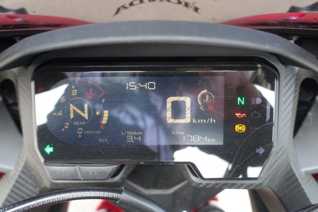 Permis A2 et sportive, incompatibles ? Non pas avec la Honda CBR 500R
