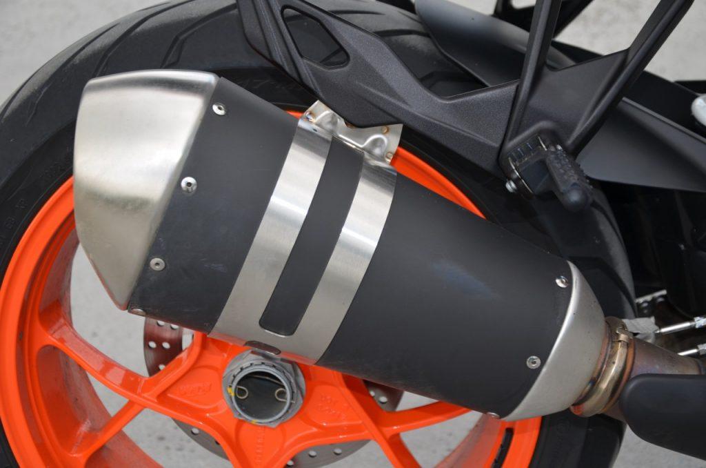 KTM 1290 SUPER DUKE GT : LE MARIAGE DES EXTREMES.